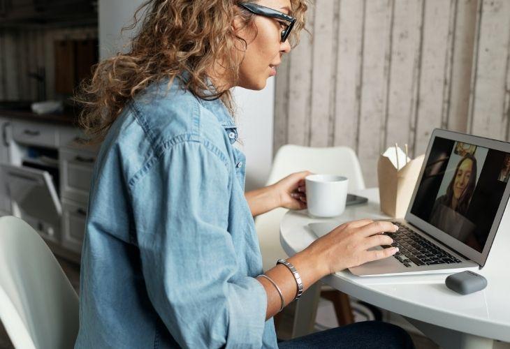 Spyro analiza el puesto de trabajo digital